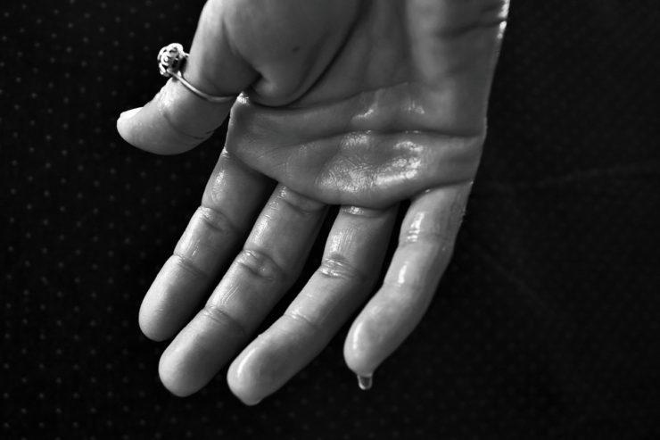 hand-1502242_1280