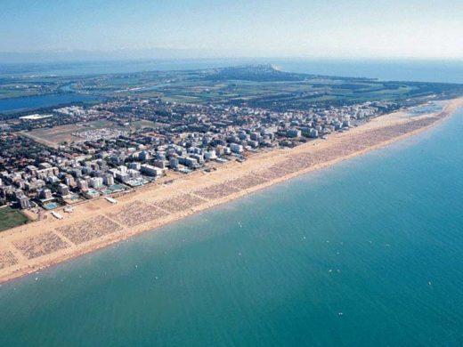 Bibione_-_spiaggia_veduta_-aerea