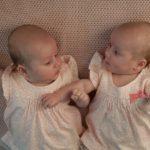 Porod dvojčat císařským řezem, video