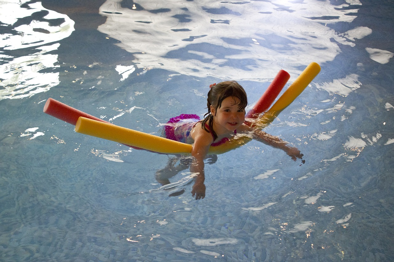 swimming-445102_1280