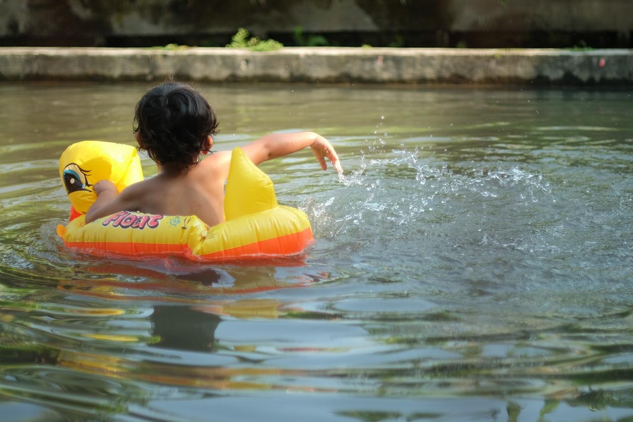 to-swim-1509030_1280