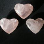 Láskyplná moc růženínu, aneb i kámen může být něžný