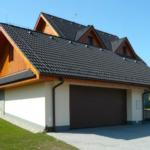 Garážová vrata, která budou slušet i modernímu domu