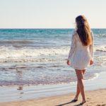Chystáte se na dovolenou k moři? Nezapomeňte do kufru přibalit osvědčené letní kousky!