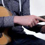 Hudbou proti nepohodě: Víte o tom, že se zpohodlí domova můžete naučit hrát na hudební nástroj?