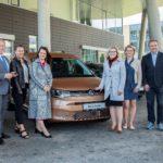 SOS dětské vesničky převzaly od Porsche Česká republika další vozy značky Volkswagen